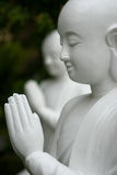 Close-up van Boedha met gevouwen handen stock foto