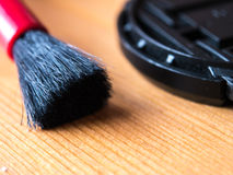 Close-up van camera schoonmakende borstel en lens GLB wordt geschoten dat Royalty-vrije Stock Fotografie