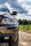 Close-up van de auto` s één enkele koplamp stock afbeelding