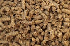 Close-up van de brandstof het houten korrel Een bron van alternatieve schone energie Heel wat korrel Natuurlijke brandstof en ene royalty-vrije stock fotografie