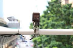 Close-up van de camera van de verkeersveiligheid van kabeltelevisie-camera op roa stock afbeeldingen