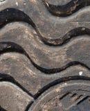 Close-up van de dekking van het metaalmangat in de zonneschijn Stock Foto's
