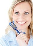 Close-up van de glazen van een vrouwenholding Royalty-vrije Stock Fotografie