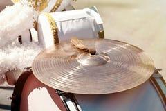 Close-up van de grote trommel en de klankbekkens royalty-vrije stock foto