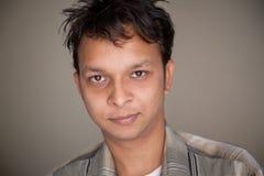 Close-up van de knappe Indische jonge mens stock foto