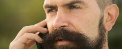 Close-up van de mens met telefoon Stock Afbeelding