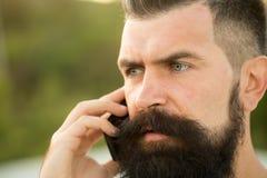 Close-up van de mens met telefoon Royalty-vrije Stock Afbeelding