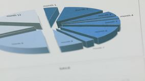 Close-up van de omwenteling van een blauwe grafiek stock footage