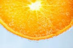 Sinaasappel in water royalty-vrije stock afbeeldingen