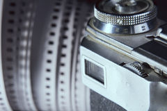 Close-up van de oude beeldzoeker van de fotocamera en fotofilm 35 mm  Royalty-vrije Stock Foto's