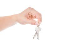 Close-up van de sleutels van de persoonsholding Stock Foto's