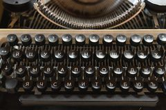 Close-up van de toetsenbord het uitstekende schrijfmachine Antiquiteiten in retro fotografie royalty-vrije stock afbeelding