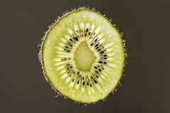 Close-up van de verse plak van het kiwifruit Stock Foto