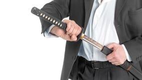 Close-up van de Witte Achtergrond van Zakenmanremoving sword over Stock Fotografie