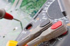 Close-up van digitale multimeter stock afbeeldingen