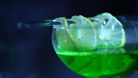 Close-up van Dranken in de bar stock footage