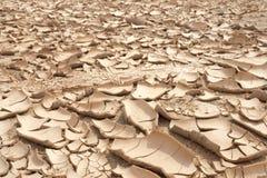 Close-up van droge gebarsten aardeachtergrond, kleiwoestijn Royalty-vrije Stock Foto's