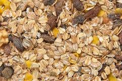 Close-up van droge muesli met noten en rozijnen Stock Afbeeldingen