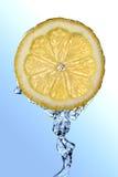 Close-up van een citroen royalty-vrije stock afbeeldingen