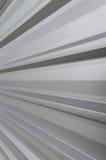 Close-up van een deel van het metaalblad van een dak Stock Foto's
