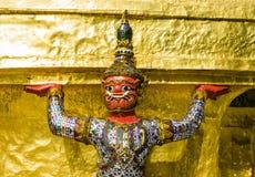 Close-up van een demonbeschermer ondersteunend Wat Phra Kaew, Bangkok, Thailand royalty-vrije stock foto