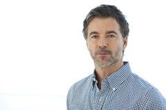 Close-up van een Ernstige Knappe die mens op wit wordt geïsoleerd royalty-vrije stock fotografie