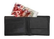 Close-up van een euro die bankbiljet 5, met bloed wordt bevlekt Stock Afbeeldingen