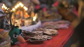 Close-up van een giftwinkel bij Kerstmis stock videobeelden