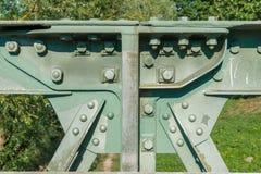 Close-up van een ijzerbrug met schroef en klinknagel royalty-vrije stock foto
