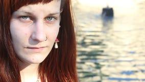 Close-up van een jong meisje stock video
