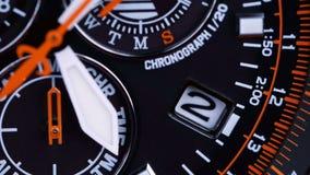Close-up van een kwartshorloge met een chronograaf stock video