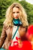 Blonde en rode bloem Stock Afbeelding