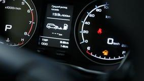 Close-up van een modern dashboard in een dure auto stock foto's