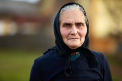 Close-up van een oude vrouw openlucht royalty-vrije stock foto