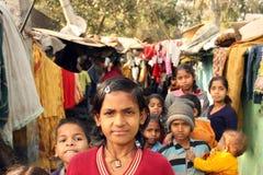 Close-up van een slecht meisje met een groepskrottenwijk India Royalty-vrije Stock Foto
