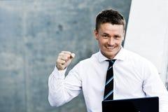 Close-up van een Succesvolle Mens met Laptop Stock Fotografie