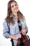 Close-up van een vrouw die haar handtas houden Royalty-vrije Stock Fotografie