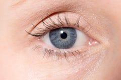 Close-up van een Vrouwen` s Oog royalty-vrije stock afbeelding