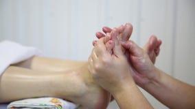 Close-up van een Young Woman Getting Spa Behandeling stock videobeelden