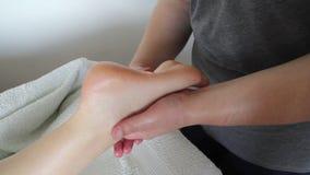 Close-up van een Young Woman Getting Spa Behandeling stock footage