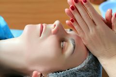 Close-up van een Young Woman Getting Spa Behandeling Stock Foto's