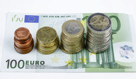 Close-up van Euro bankbiljetten en muntstukken Stock Afbeelding
