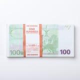 Close-up van 100 Euro die bankbiljetten op witte achtergrond wordt geïsoleerd Royalty-vrije Stock Foto's