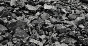 Close-up van fossiele brandstof klaar voor oven Open - gegoten mijnbouw stock videobeelden