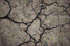Close-up van gebarsten grondgrond in het droge seizoen stock foto