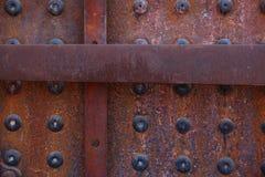 Close-up van geroeste vastgenagelde textuur op oude locomotief royalty-vrije stock foto's