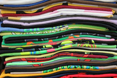Close-up van gevouwen stapel T-shirts Stock Fotografie