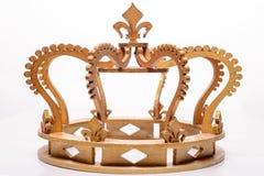 Close-up van gouden koninklijke kroon op witte achtergrond Stock Afbeeldingen