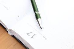 Close-up van groene pen op kalender Royalty-vrije Stock Foto's