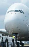 Close-up van groot wide-body vliegtuig Stock Afbeelding